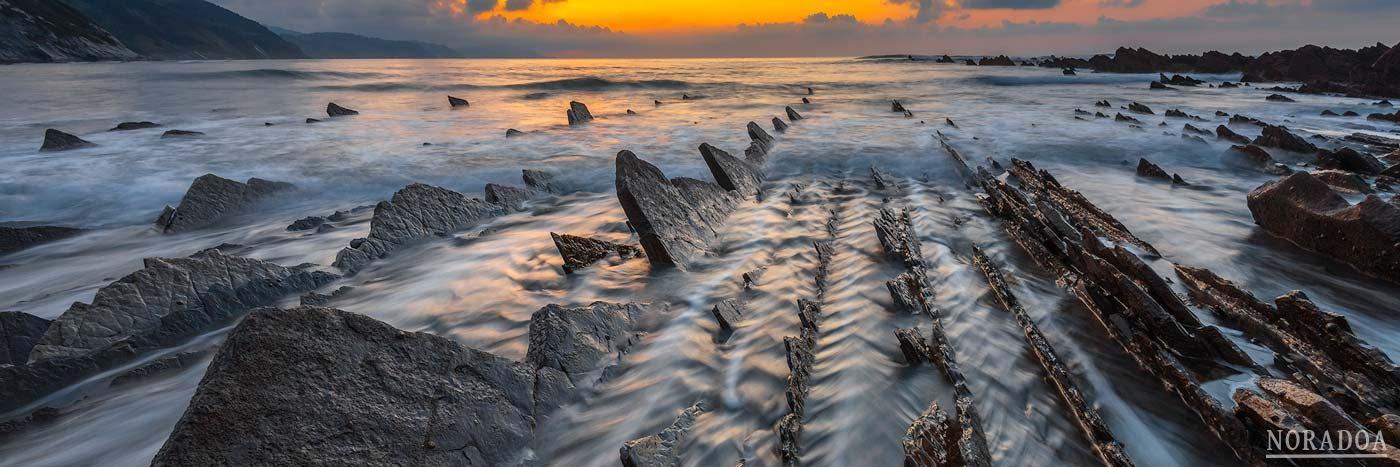 Playa de Sakoneta al atardecer