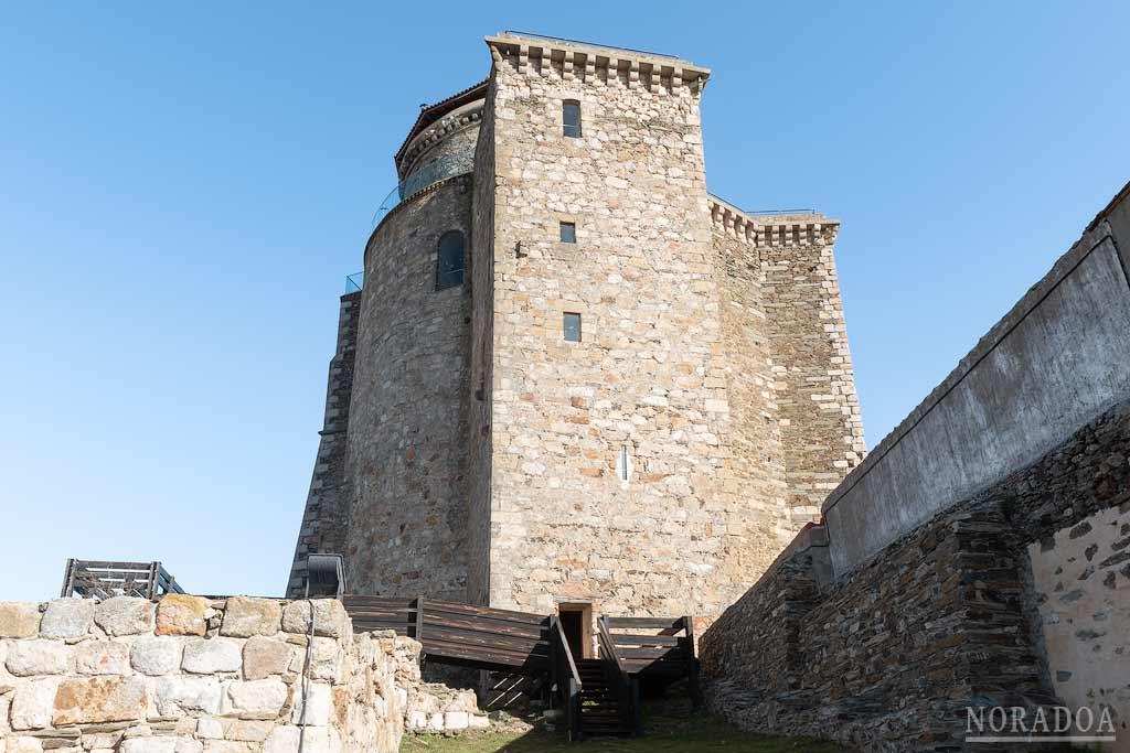 Castillo de los Duques de Alba situado en la localidad de Alba de Tormes