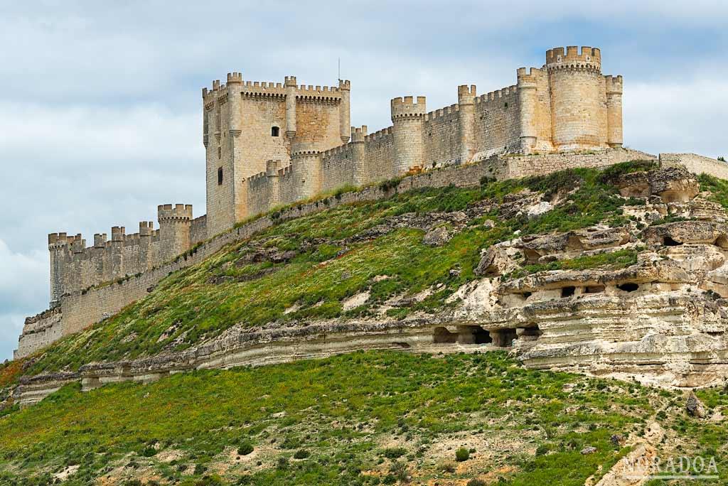 El castillo de Peñafiel acoge el museo provincial del Vino