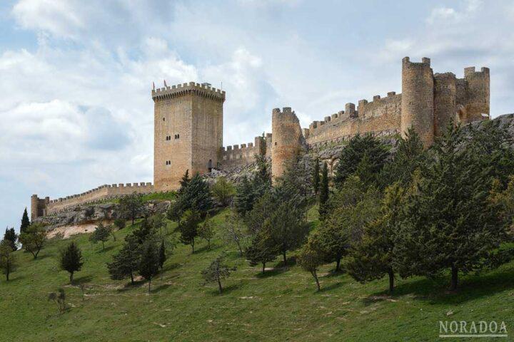 El castillo de Peñaranda de Duero es Monumento Histórico Artístico