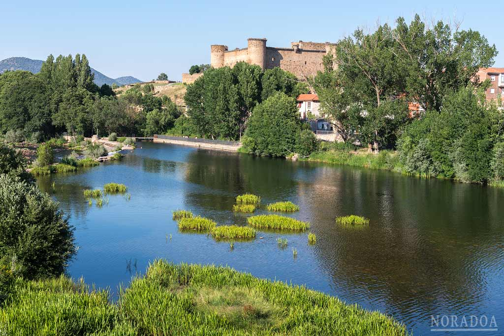 Castillo de Valdecorneja en el pueblo de El Barco de Ávila