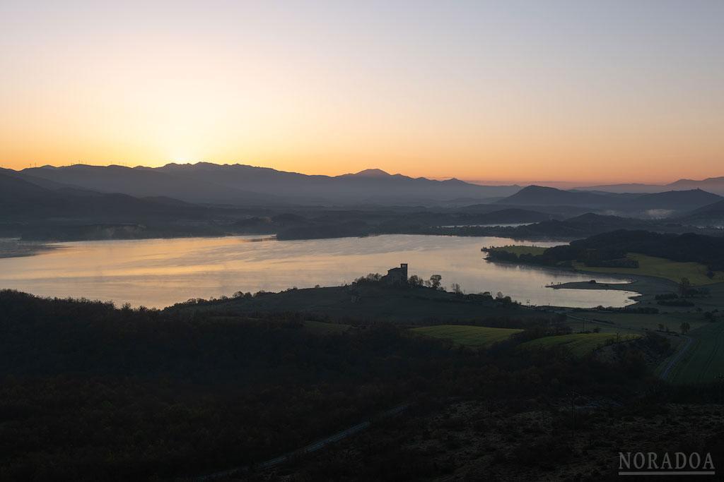 Vistas al amanecer desde el monte Santa Cruz con Nanclares de Gamboa/Langara Ganboa en primer plano