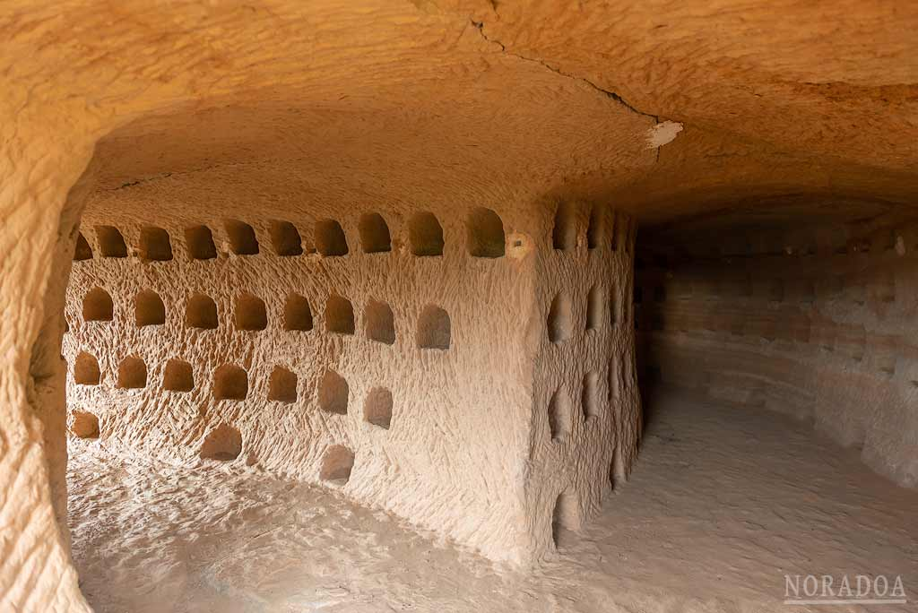 Hornacinas de las cuevas de Los Palomares en Nalda