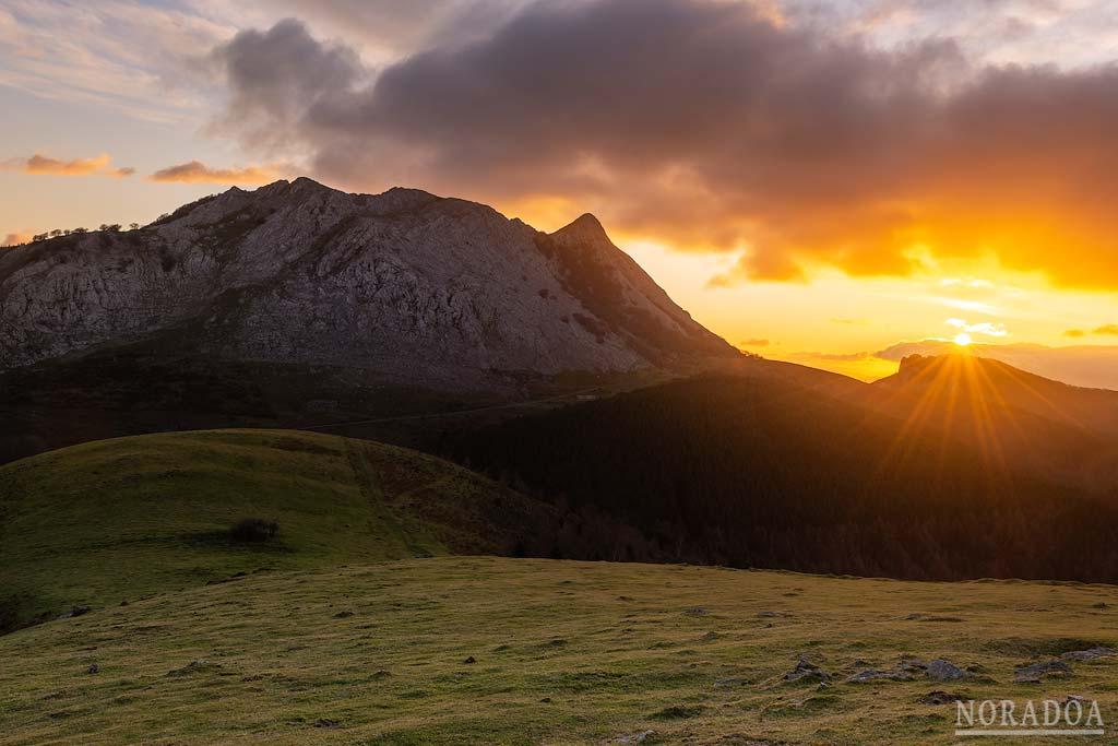 Anboto visto desde el monte Urkiolagirre (Urkiolamendi)